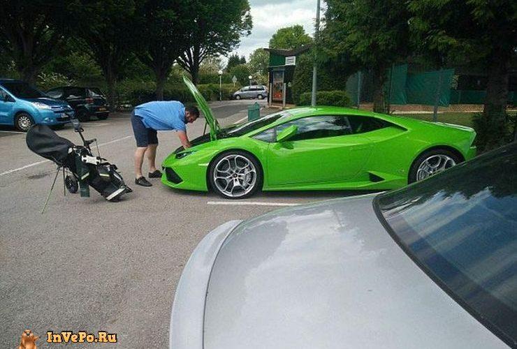 Статусный но Невместительный багажник суперкара Lamborghini Huracan (8 фото)