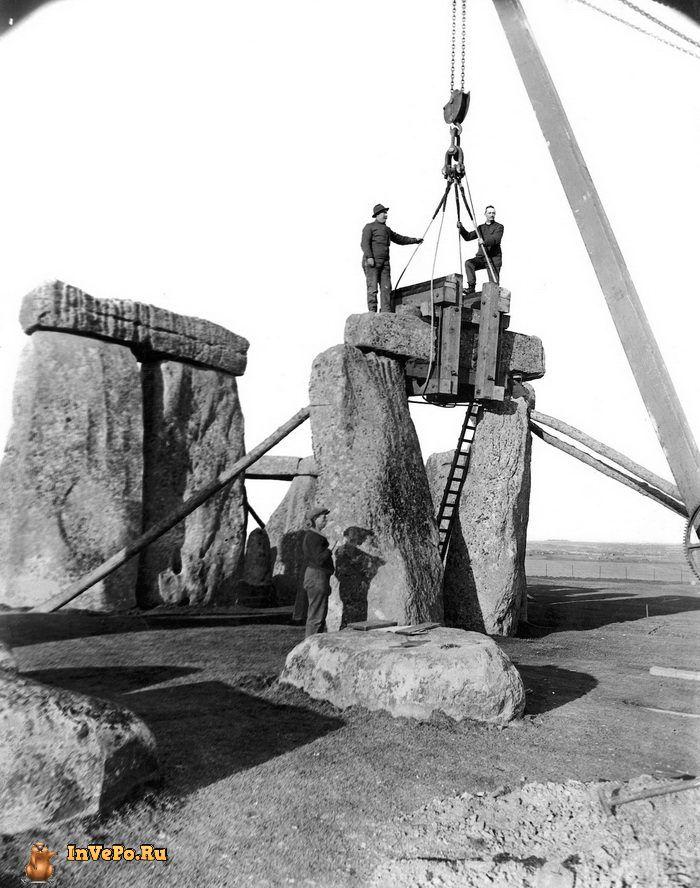 1920 год: один из трилитонов Стоунхенджа разбирался для исследования Уильямом Хоули — известнейшим археологом своего времени.