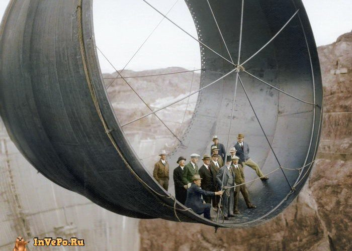 10 Цветных фотографии известных сооружений на стадии строительства в XIX-XX веках