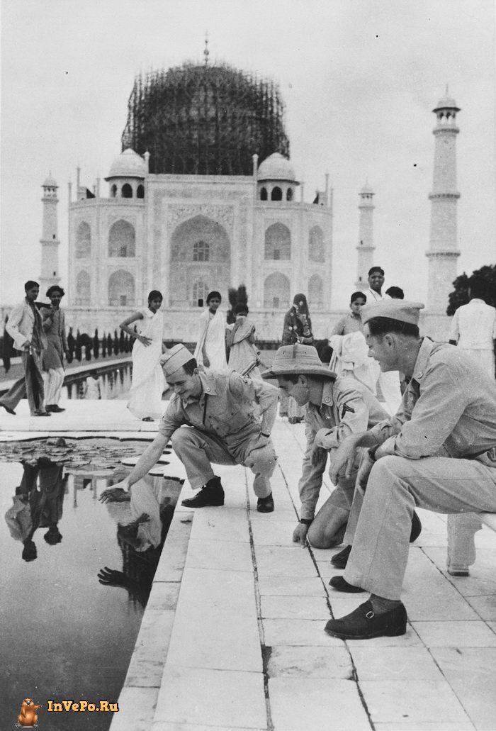 1942 год: реставрация Тадж-Махала в Агре, Индия.