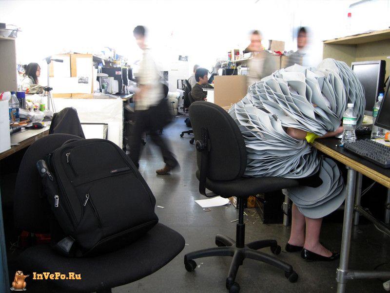 Вот, например, просто гуру офисной маскировки.