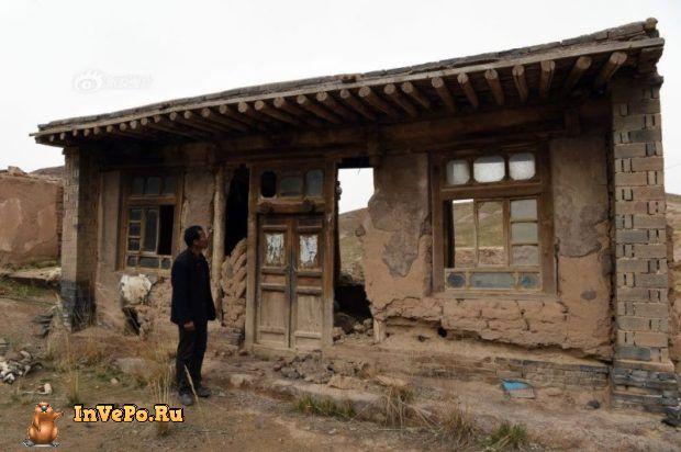 Китаец на протяжении 10 лет живет один в заброшенной деревне