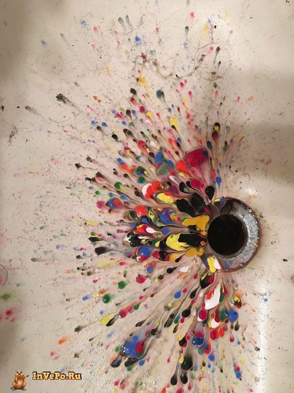 Вот что будет, если стряхнуть воду с акриловых красок в раковину