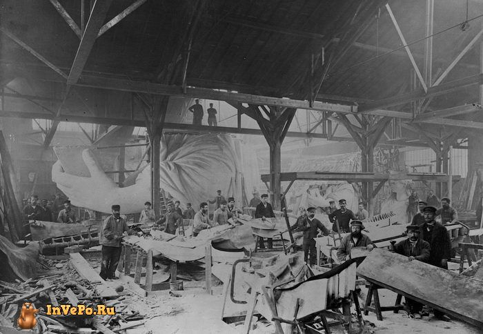 1882 год: работа над Статуей Свободы в мастерской Парижа.