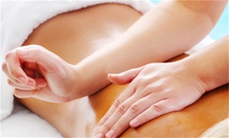 массаж отлично помогает сжечь лишние жировые отложения