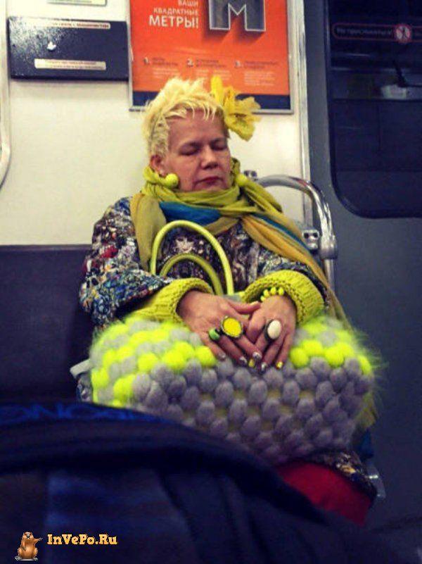 Сумасшедшие вещи, которые вы видите находясь в метро (40 фото)