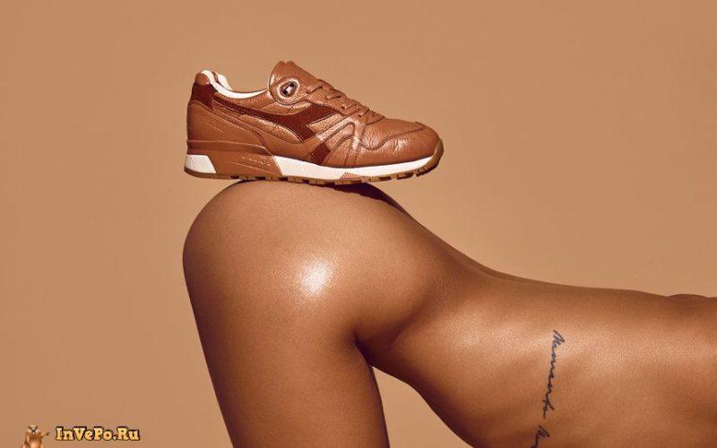 Темнокожая модель разделась догола для рекламы кроссовок (18+)