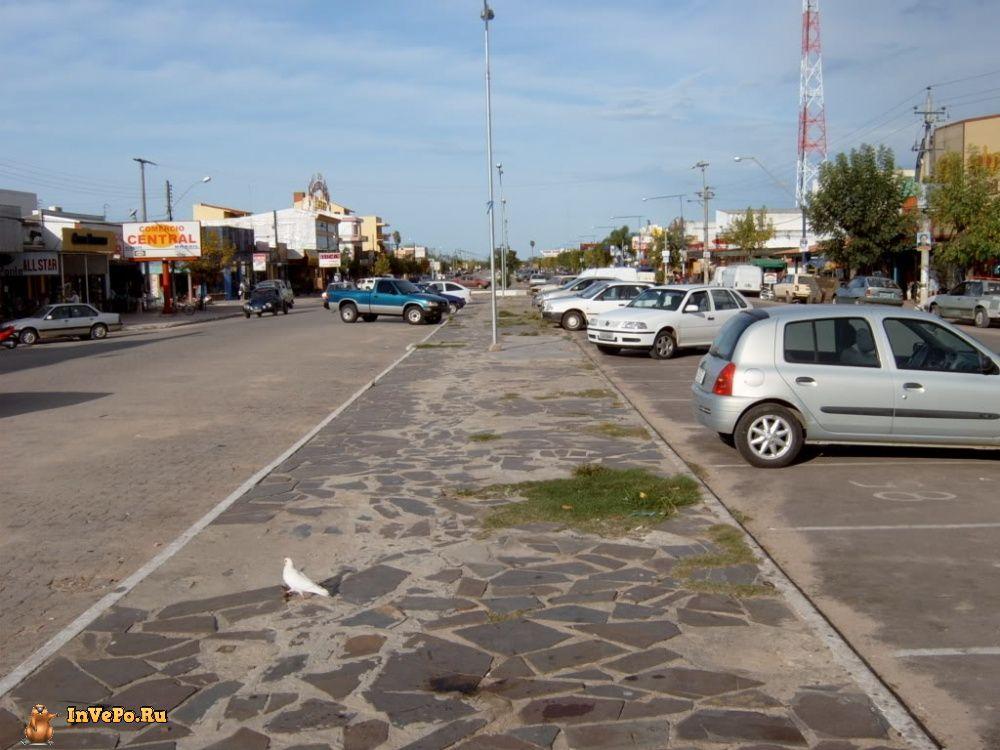 Бразилия-Уругвай. Граница проходит прямо по тротуару.