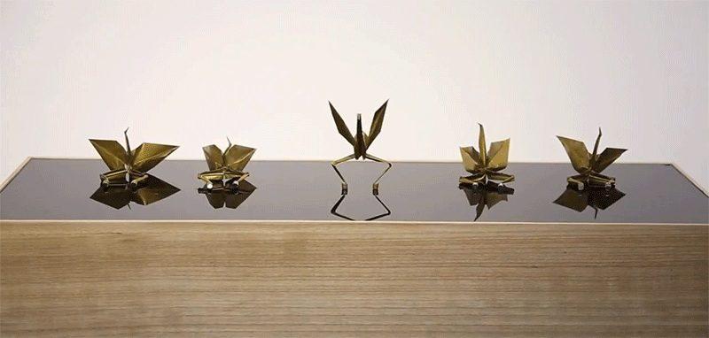 Удивительный танец стаи бумажных журавликов - оригами (видео)