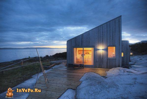 Уникальный деревянный коттедж на берегу в Норвегии (10 Фото)