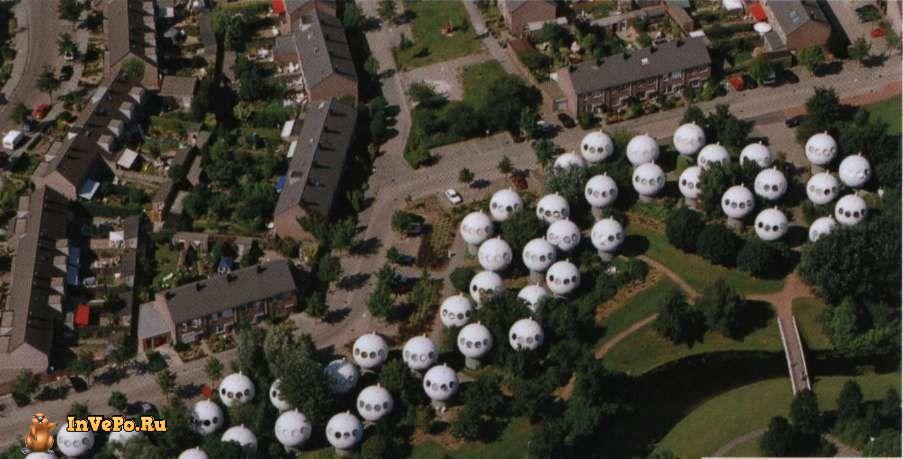 Дома-шары в голландском городе Хертогенбос.