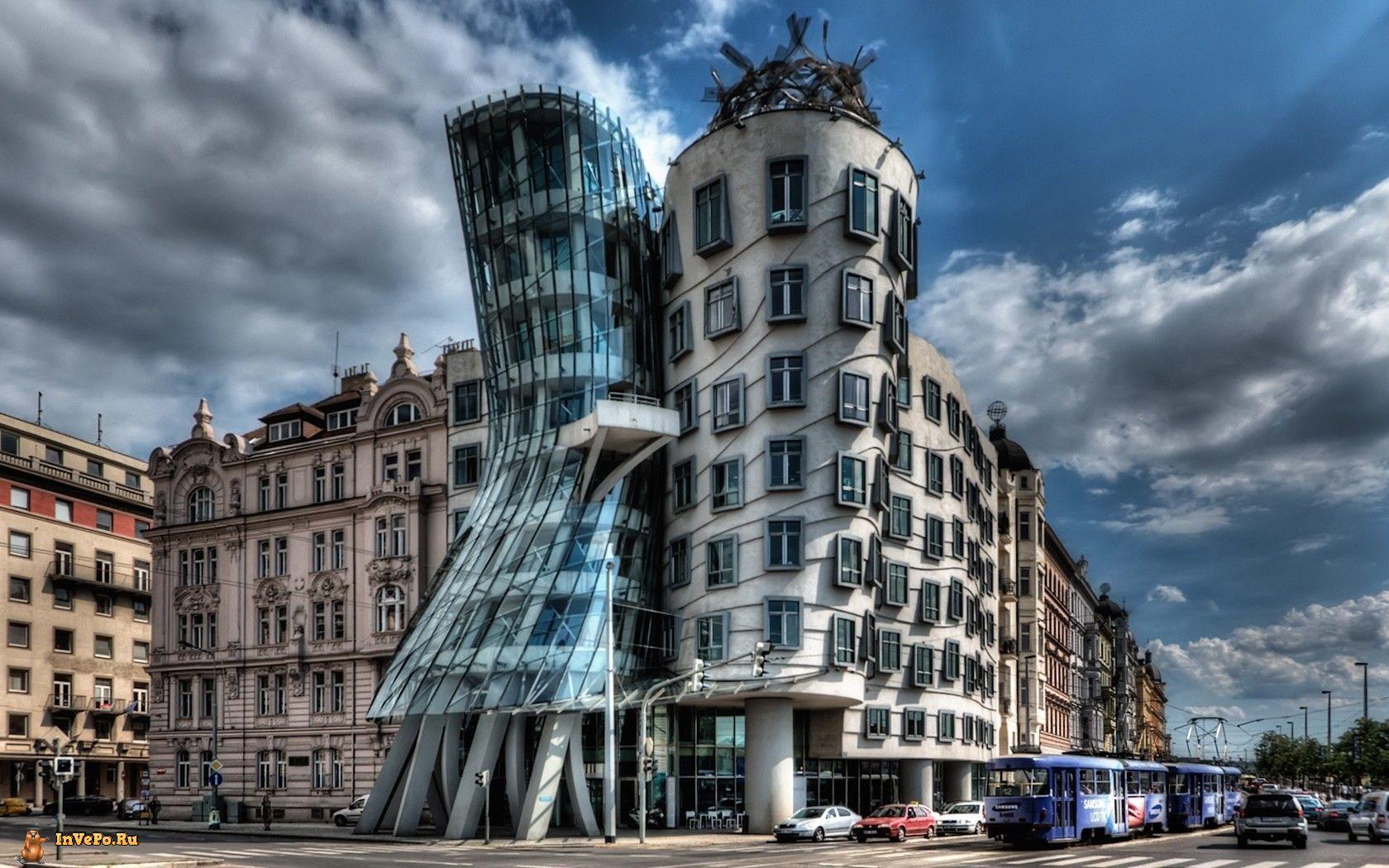 Танцующий дом в Праге.