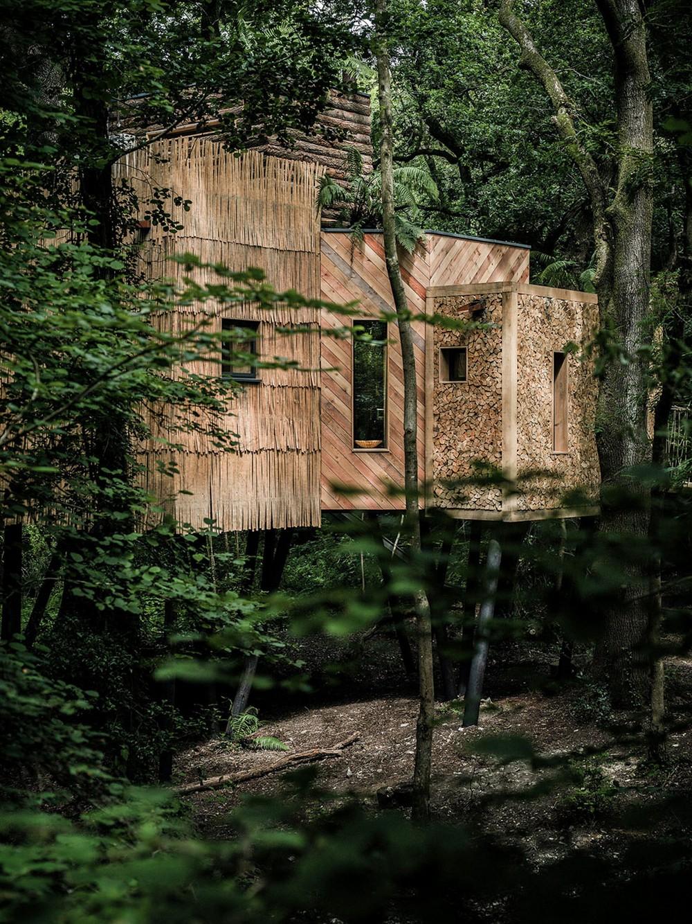 «Cамострой»: Игровой домик на дереве не так прост как кажется (14 фото)