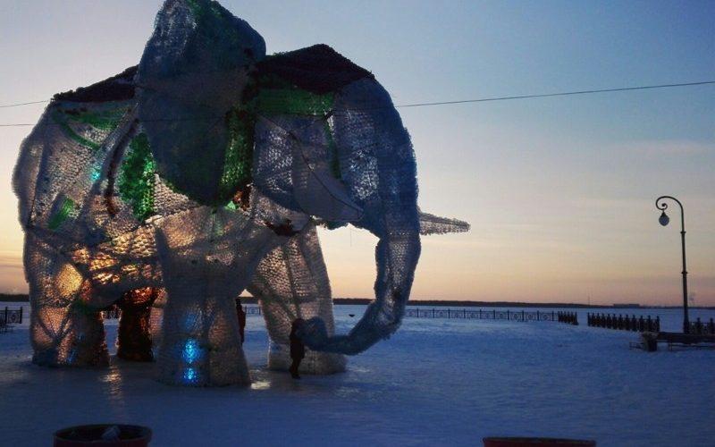 Самому интересно: Гигантский слон из пластиковых бутылок. Зачем!?