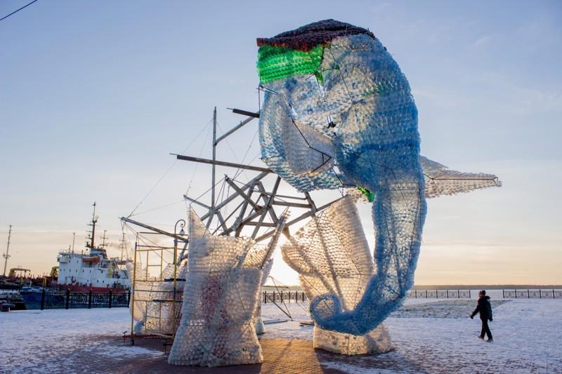 Гигантский слон из пластиковых бутылок