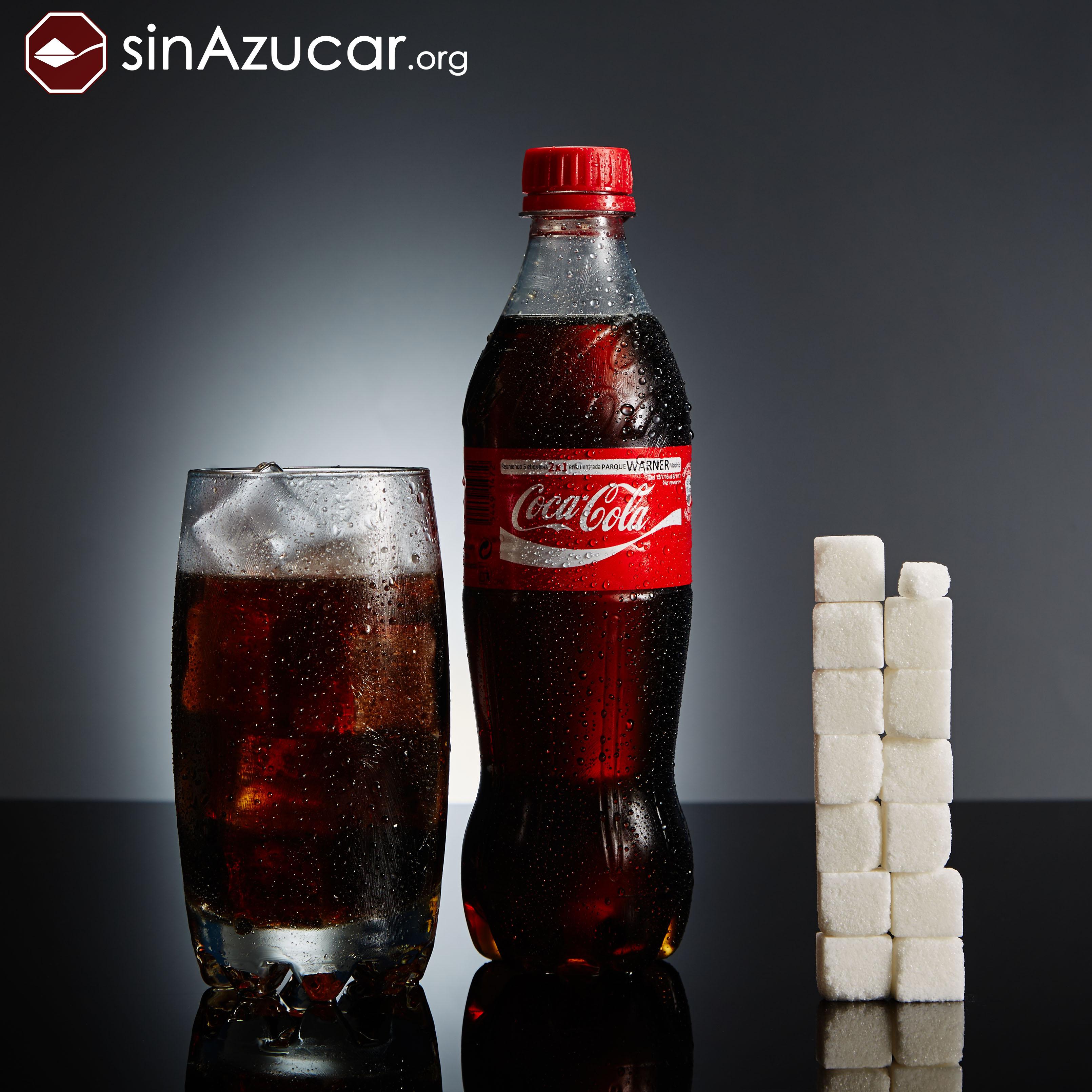 Бутылка кока-колы 0,5 литра. сахар