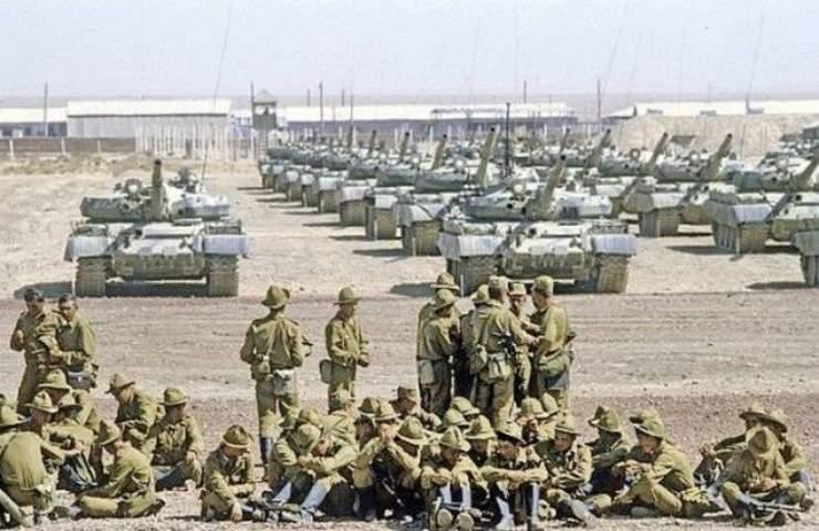 25 декабря 1979 года начался ввод советских войск в Афганистан.