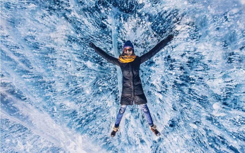 Потрясающие зимние фото самого глубокого озера в мире