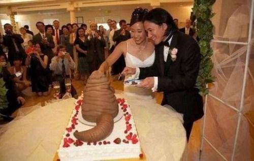 свадебный торт в виде огромной какахи
