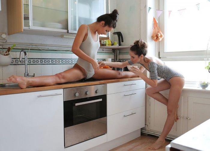 Секс с сестрой на кухне ей понравилось 84