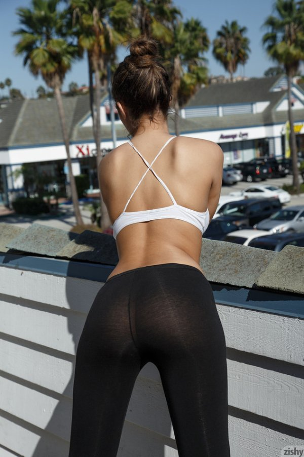 Девушки в обтягивающих штанах для йоги (42 фото)