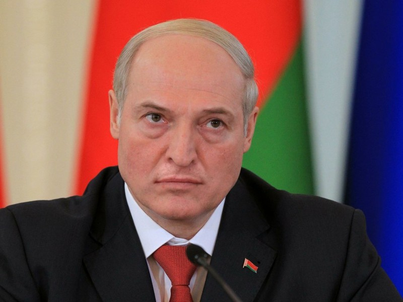 Как Александр Лукашенко выглядит без усов?